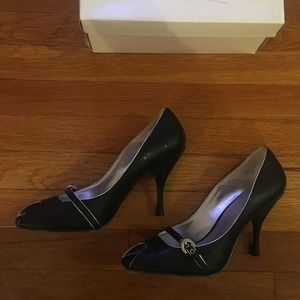 Black Nine West Heel with silver lining